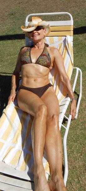 SF_Deb in brown bikinivertica croppedl