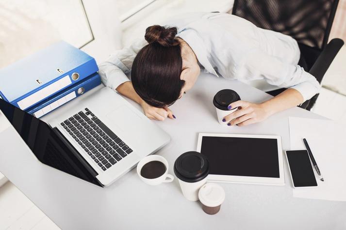 girl-at-computer-slumped